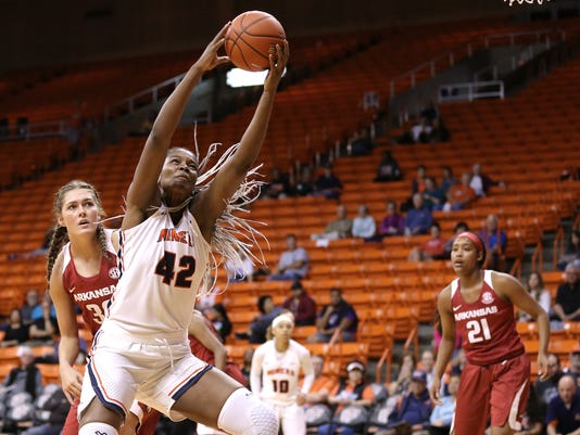 636471464663616316-MAIN-UTEP-vs.-Arkansas.jpg