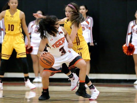 El Paso High's Lluvia Curiel back in to Jordan Pinson