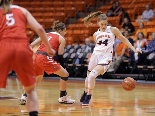 UTEP's Katarina Zec puts a nifty behind-the-back move