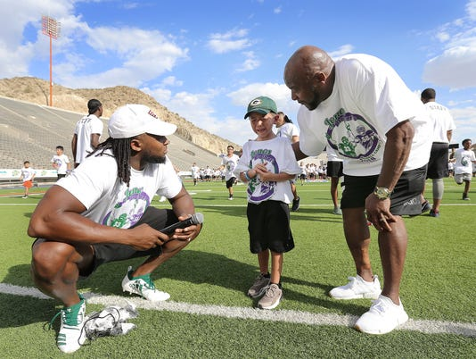 636676319151914114-6-Jones-Brothers-Youth-Skills-Camp-at-the-Sun-Bowl.jpg