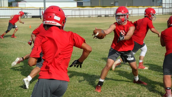 Holliday quarterback Jett Johnson pitches the ball