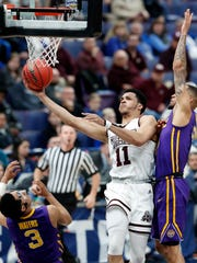 Mississippi State's Quinndary Weatherspoon, center,