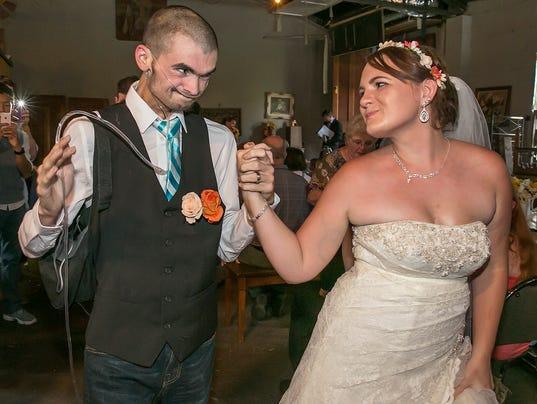 636080600727230469-0828-wedding-5544.jpg