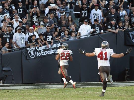 2012-11-8-Bucs-Raiders-Martin2