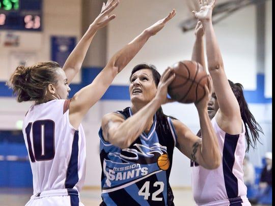2012-12-05_GabrielleLudwig-defenders