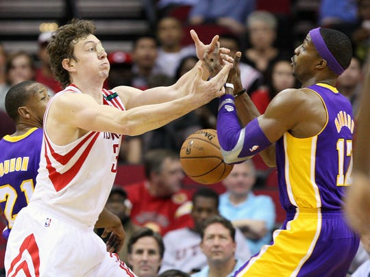 12-04-lakers-rockets-dwight-howard-omer-asik