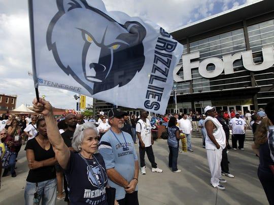 012913 grizzlies fans