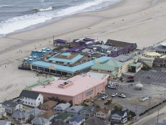 Without Full Power N Y Aquarium Considers Evacuation