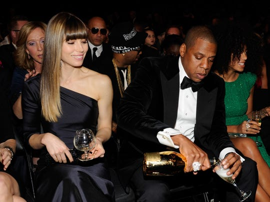 jay z drinks his way through grammy show. Black Bedroom Furniture Sets. Home Design Ideas