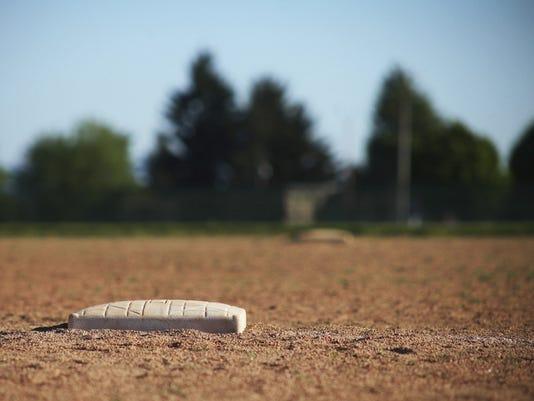 636300649760667640-sports-softball2.jpg