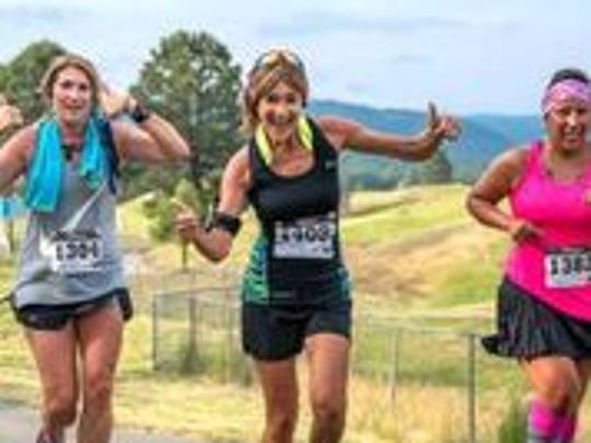 These women have enough extra oxygen to fool around during the marathon in Ruidoso,