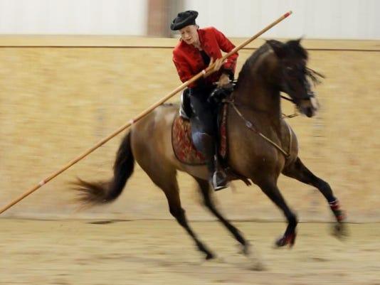 POSSIBLE MAIN she n Royal Horses Gala0624_gck-03.JPG