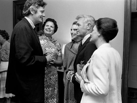 Metro Mayor Richard Fulton and wife Sandra, center, talks with their hosts, Henry and Alice Hooker, left, and Teenie Hooker Butchel during a coffee in his honor June 23, 1978. The mayor is seeking the Democratic gubernatorial nomination in the Aug. 3 primary.