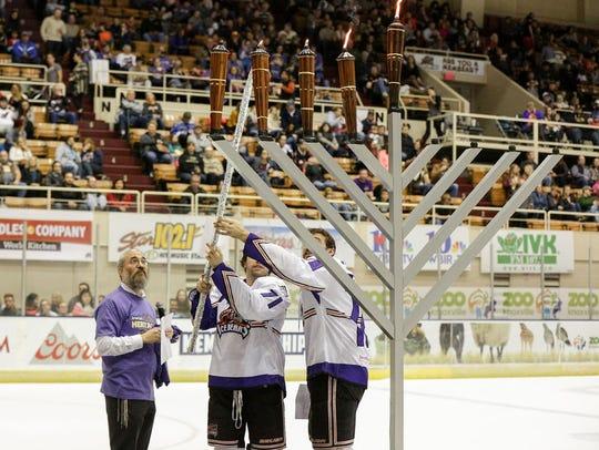 Knoxville Ice Bears teammates Mark Pustin, center,