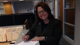 Amy Searcy signed the paperwork Thursday to become Hamilton County's newest judge.