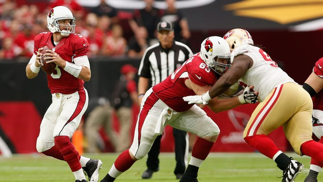 Carson Palmer of the Arizona Cardinals drops back to pass during the 2015 game against the San Francisco 49ers at the University of Phoenix Stadium.