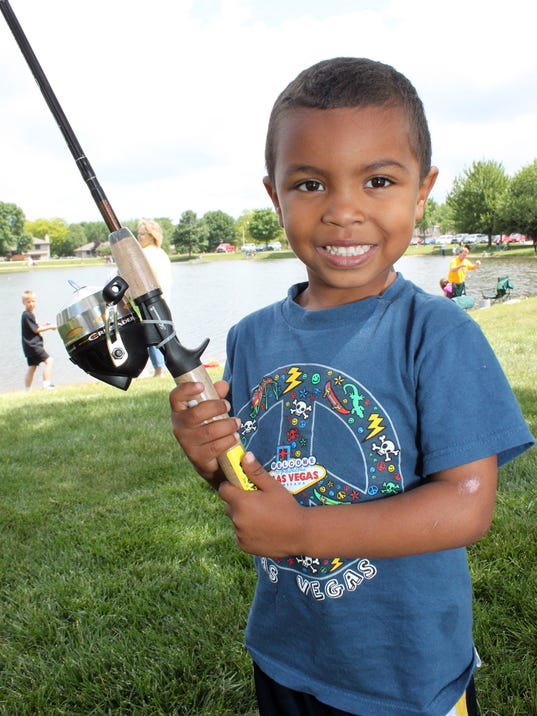 Iowans can fish without a license june 6 8 for Iowa out of state fishing license