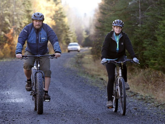 Nurse Kaci Hickox goes biking with boyfriend Ted Wilbur,