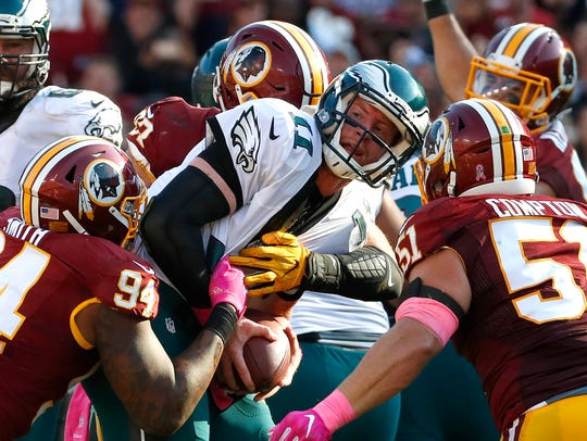 Philadelphia Eagles quarterback Carson Wentz, center,