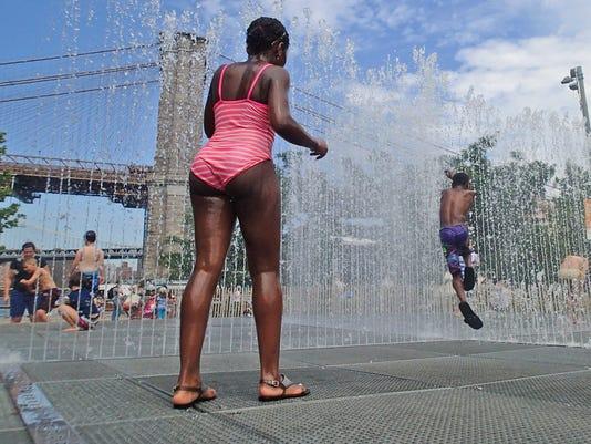 AP HOT WEATHER-NYC A WEA USA NY