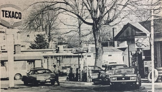 Crowds rolled into Reid & Gibson Texaco station as more and more people became aware of the energy crisis. This station was one of only two open, as many closed voluntarily or due to a shortage of supplies.