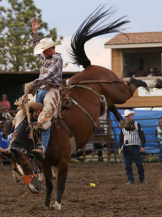 -gf_rodeo_friday_2.jpg_20140801.jpg