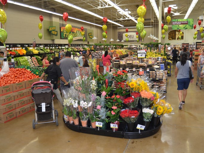 California-based Smart & Final rolled out its latest concept Wednesday in Phoenix with an expanded fresh produce section and a new name.