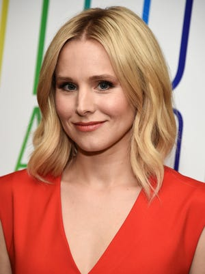 """Actress Kristen Bell satirizes a new business strategy called, """"Pinksourcing"""" in a short film by Huffington Post."""