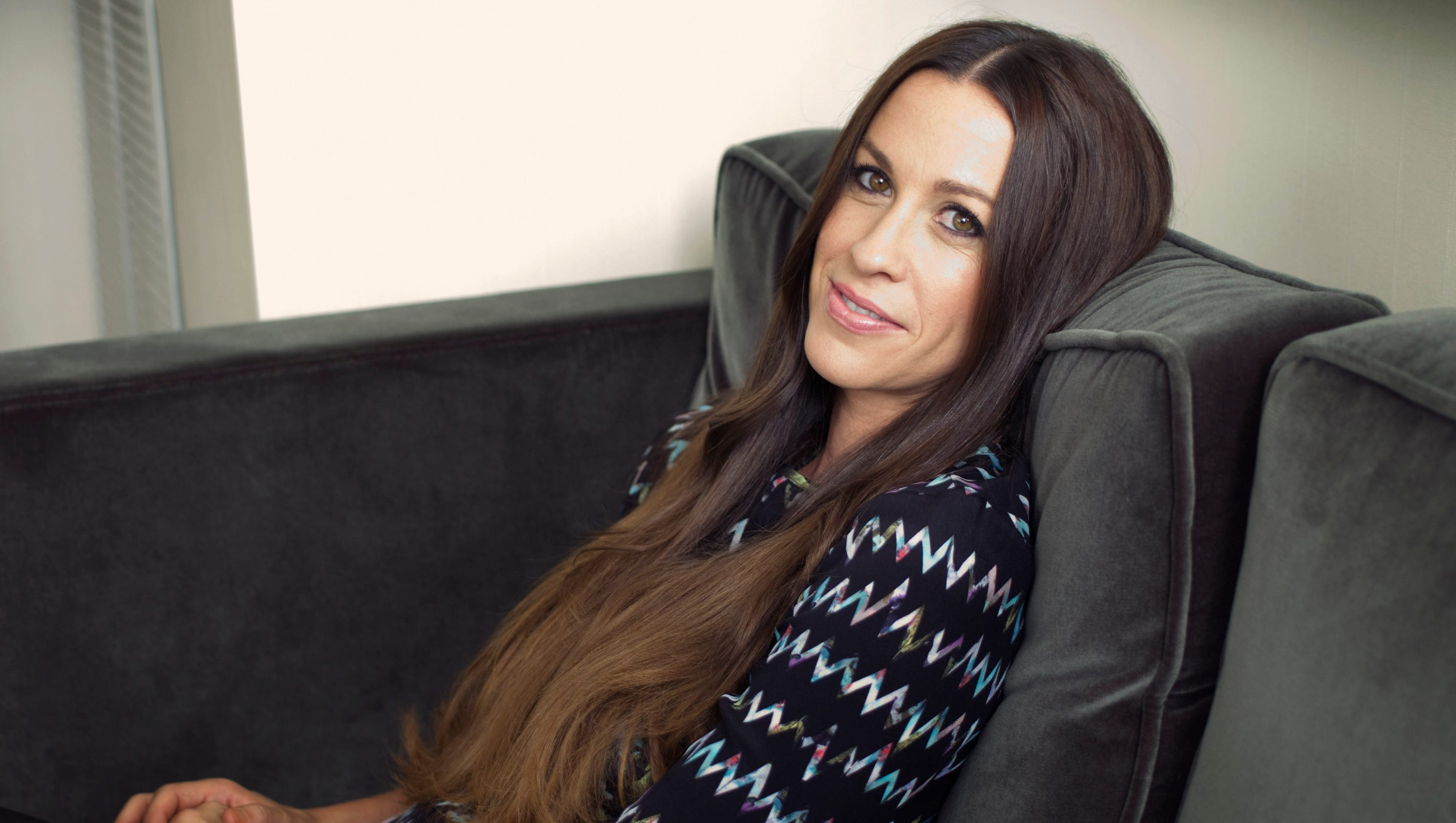 alanis morissette manager admits to 4 8m theft from singer
