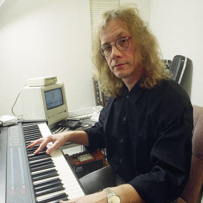 """The cover to Warren Zevon's 1982 album """"The Envoy."""" This record featured the song """"Ain't That Pretty At All."""""""
