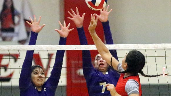Jefferson's Evelyn Hernandez, right, tried to get a