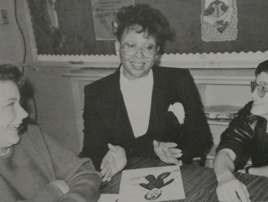 Gloria Morris, center, works with students during a