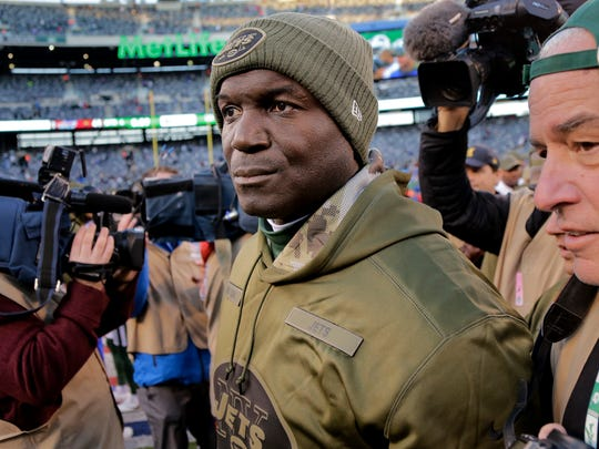 CORRECTS ID TO TODD BOWLES NOT SEAN MCDERMOTT New York Jets head coach Todd Bowles walks off the field after an NFL football game against the Buffalo Bills, Sunday, Nov. 11, 2018, in East Rutherford, N.J. The Bills won 41-10. (AP Photo/Seth Wenig)