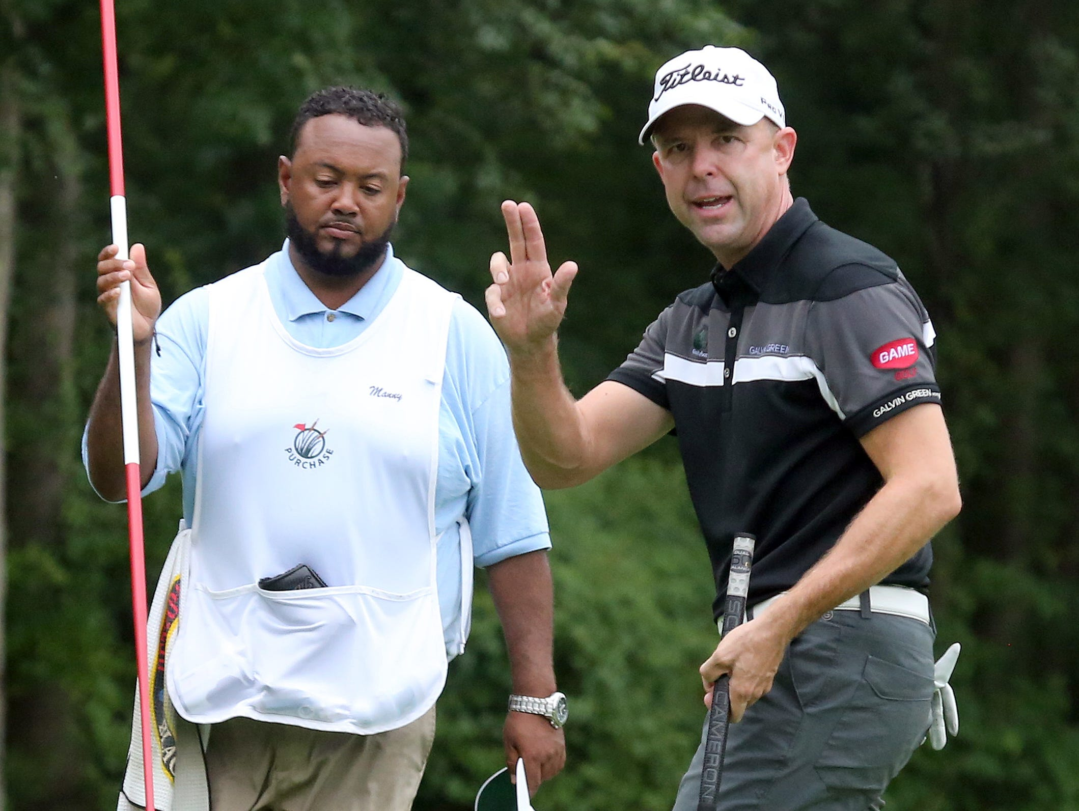 Rob Labritz from the GlenArbor Golf Club, acknowledges applause after sinking his final putt, during the Metropolitan Professional Championship at the Golf Club of Purchase, Aug. 10, 2016. Labritz won the event.