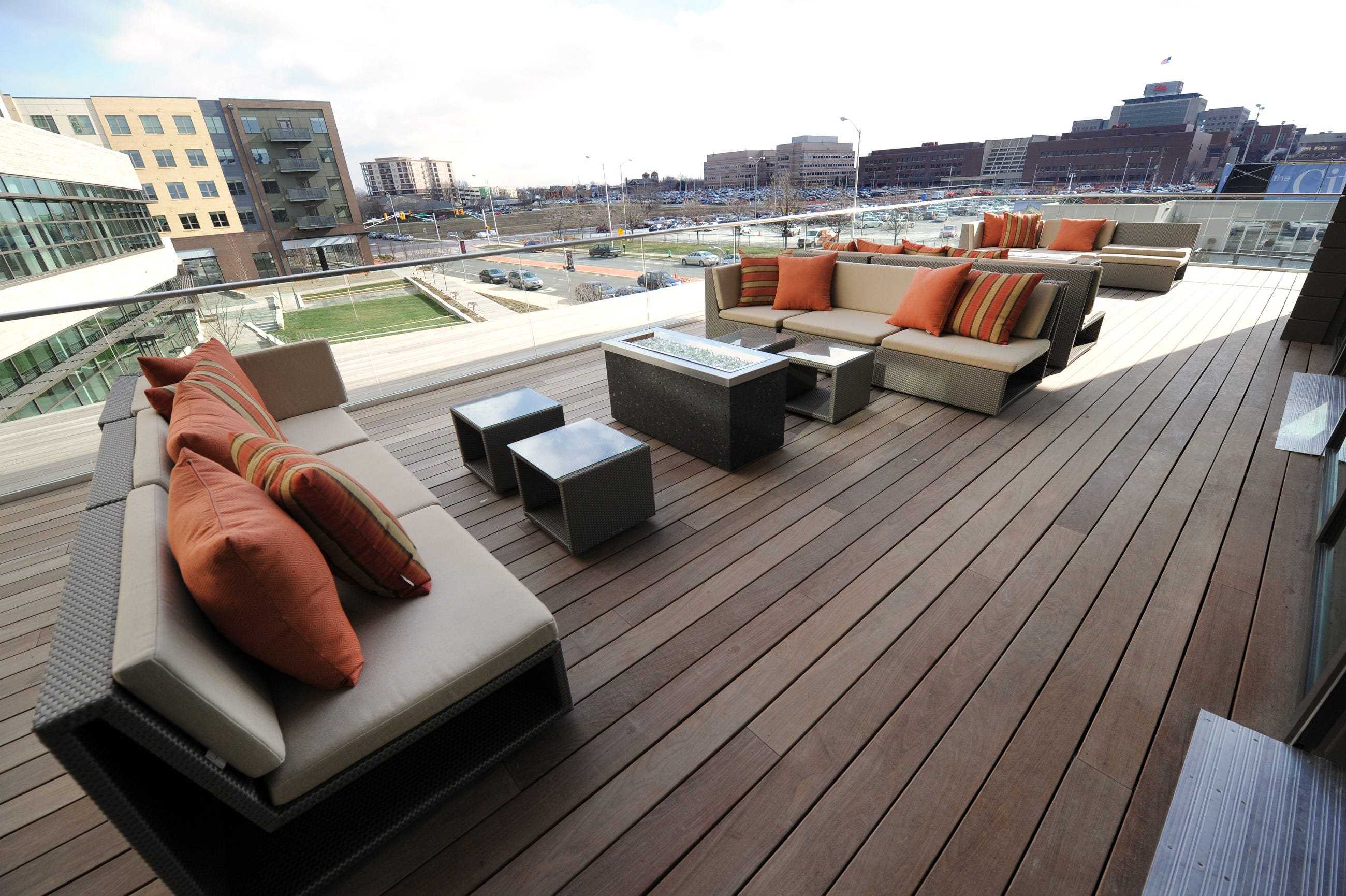 Exceptionnel Plat 99u0027s Wrap Around Patio Has Lovely Views Of Outdoor