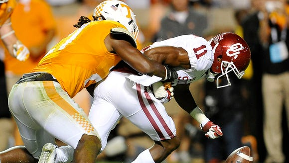 Tennessee linebacker Jalen Reeves-Maybin (21) played