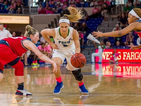 FGCU junior guard Lisa Zderadicka and her teammates