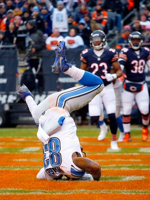 Detroit Lions tight end Tim Wright (83) catches a touchdown against the Chicago Bears on Jan. 3, 2016, in Chicago. The Lions won, 24-20.