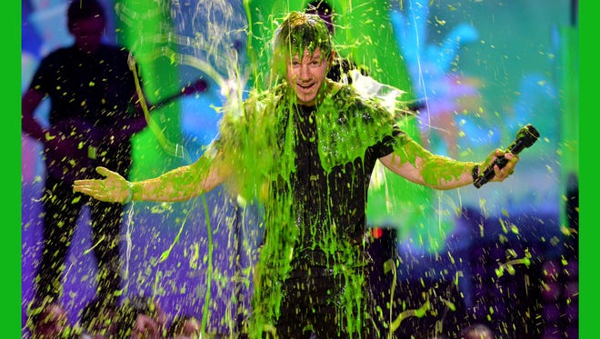 Host Mark Wahlberg gets slimed during Nickelodeon's 27th Annual Kids' Choice Awards.