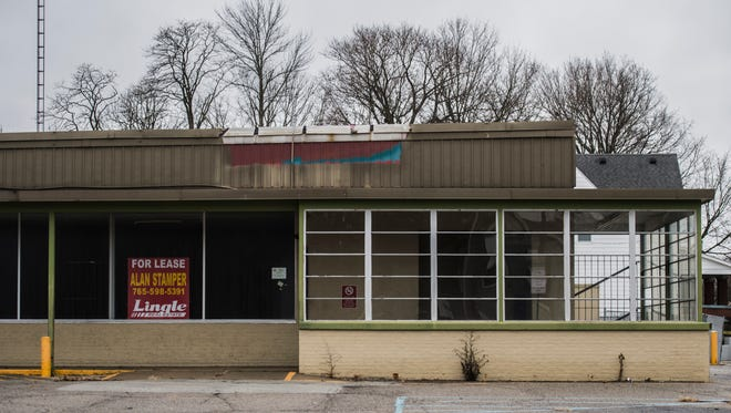 The former Marsh Hometown Market at 1301 S. E St. sits vacant on the afternoon of Thursday, Jan. 11, 2018.