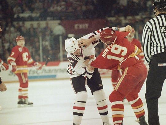 Chicago Blackhawks' Stu Grimson. left, and Calgary