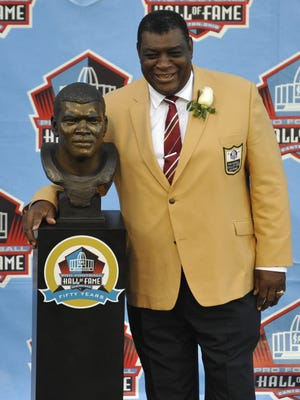 Hall of Fame inductee Dave Robinson poses with his bust during the 2013 Pro Football Hall of Fame Induction Ceremony Saturday, Aug. 3, in Canton, Ohio.   AP Dave Robinson  AP Hall of Fame inductee Dave Robinson poses with his bust during the 2013 Pro Football Hall of Fame Induction Ceremony Saturday, Aug. 3, 2013, in Canton, Ohio. (AP Photo/David Richard)