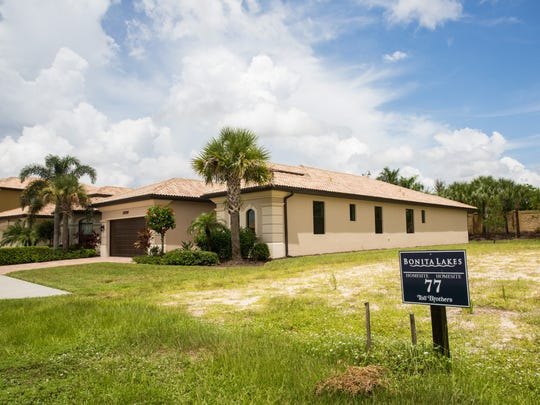 An available homesite sits vacant in a residental area