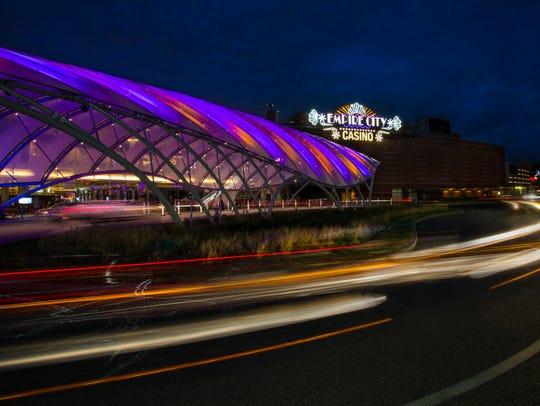 Valet entrance at night at Empire Casino