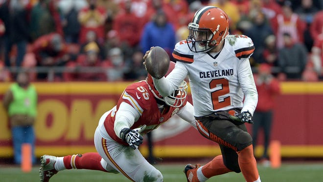 Cleveland Browns quarterback Johnny Manziel (2) looks to pass and is pressured by Kansas City Chiefs linebacker Dee Ford (55) during the second half at Arrowhead Stadium. The Chiefs won 17-13.