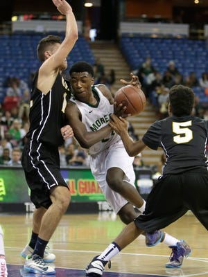 Moreau Catholic's Oscar Frayer (center) plays against Bishop Montgomery during a Division 4 CIF basketball championship game in 2014.