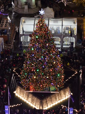 detroits christmas tree lights up campus martius - Christmas Tree Lighting