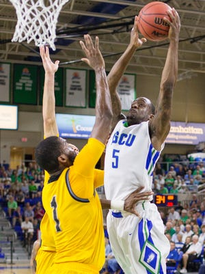 FGCU's Zach Johnson drives to the basket against Kennesaw State during play Tuesday (3/1/16) at Alico Arena in Fort Myers. FGCU beat Kennesaw 74-64.
