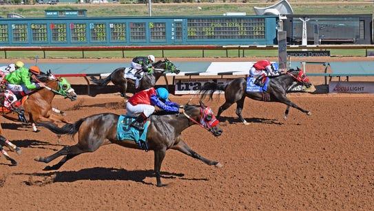Daddys Blushing wins stakes race in Ruidoso, N.M.,