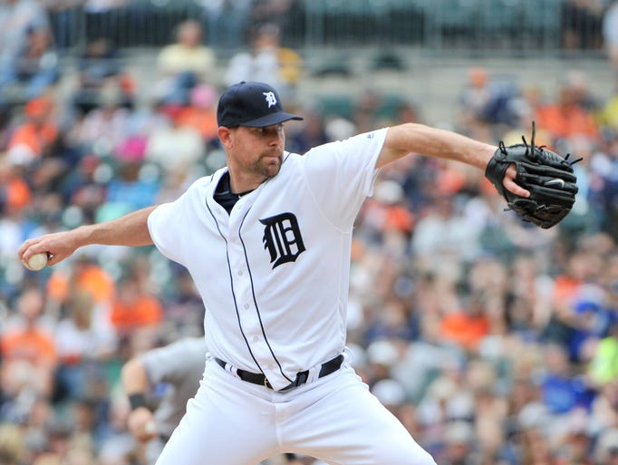 Tigers pitcher Mike Pelfrey works in the second inning.